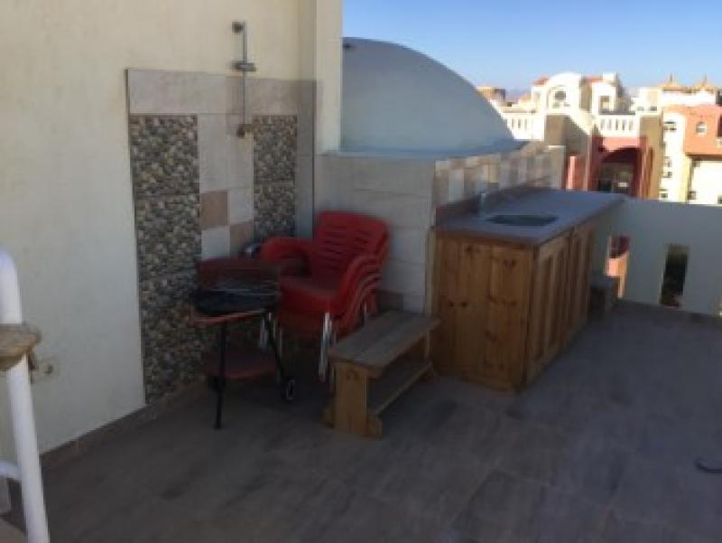 4 Bedroom Penthouse Apartment with Roof Terrace and Sea View
