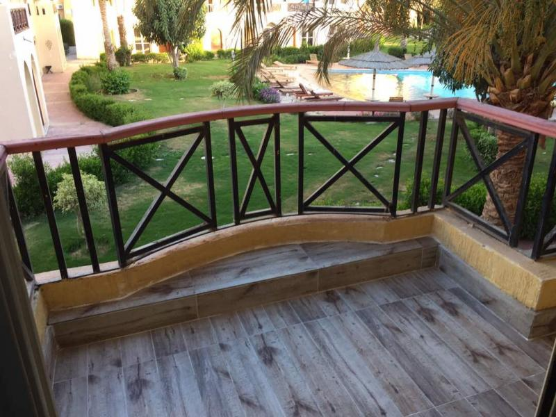 Newly Refurbished One Bed Apartment with Balcony  and beach access (Rent Per day)